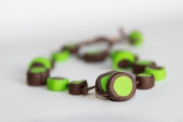 rjavo-zelena verižica